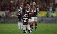 Bruno Henrique comemora o primeiro gol do Flamengo sobre o Grêmio Foto: Alexandre Cassiano / Agência O Globo