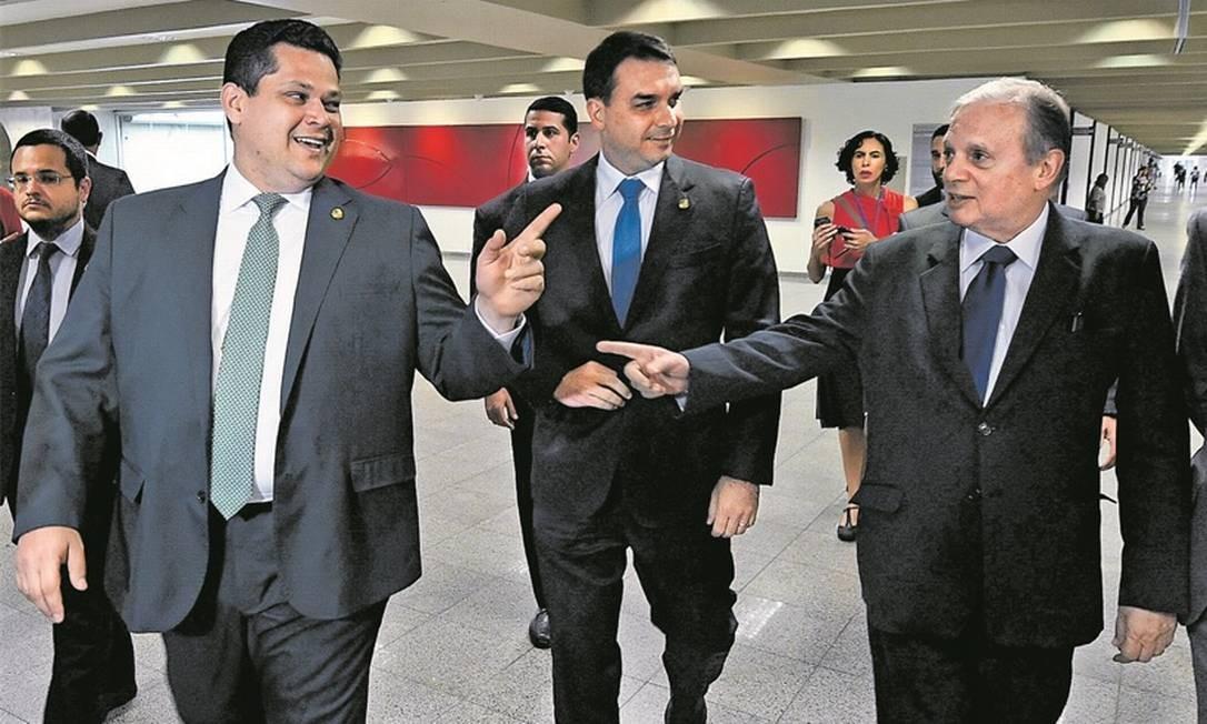 Os senadores Davi Alcolumbre (DEM-AP), Flávio Bolsonaro (PSL-RJ) e Tasso Jereissati (PSDB-CE) Foto: Divulgação/Edilson Rodrigues/Agência Senado