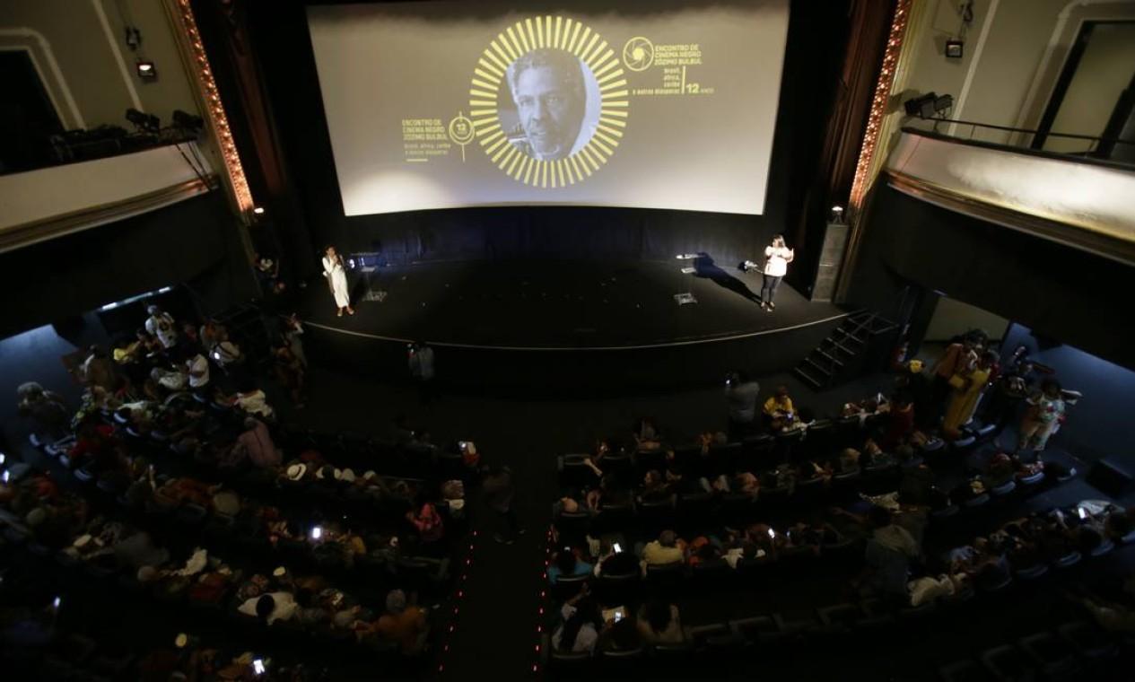 """Cine Odeon lotado para a abertura da 12ª edição do """"Encontro de CinemaNegro ZózimoBulbul: Brasil, África, Caribe e outras diásporas"""", no qual aex-PanteraNegra Angela Davis foi homenageada Foto: Antonio Scorza"""