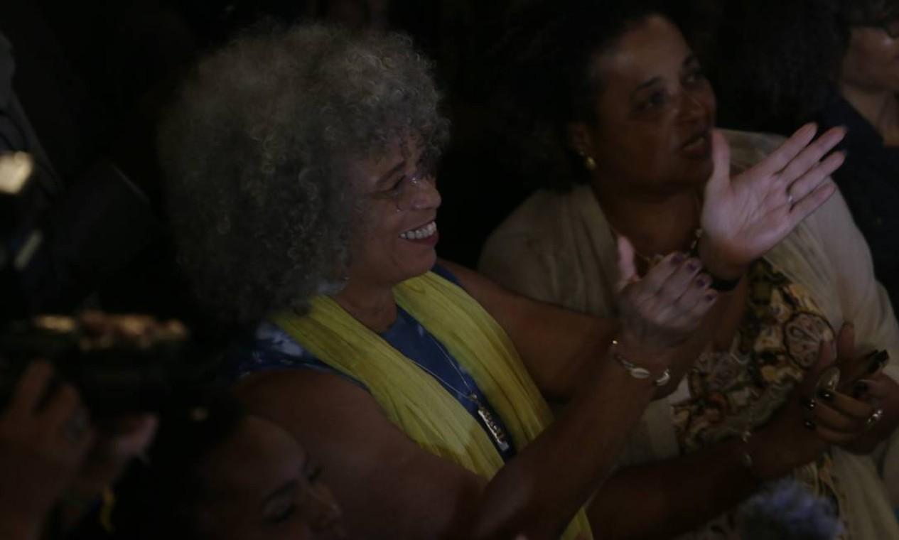 Angela Davis pouco antes de ser chamada ao palco do Cine Odeon, no Rio, no qual foi homenageada Foto: Antonio Scorza