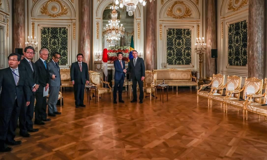 O presidente Jair Bolsonaro no encontro com o primeiro-ministro do Japão Shinzo Abe. Na viagem ao Japão, China e países do Oriente Médio, Bolsonaro quer ampliar relações comerciais Foto: José Dias / PR