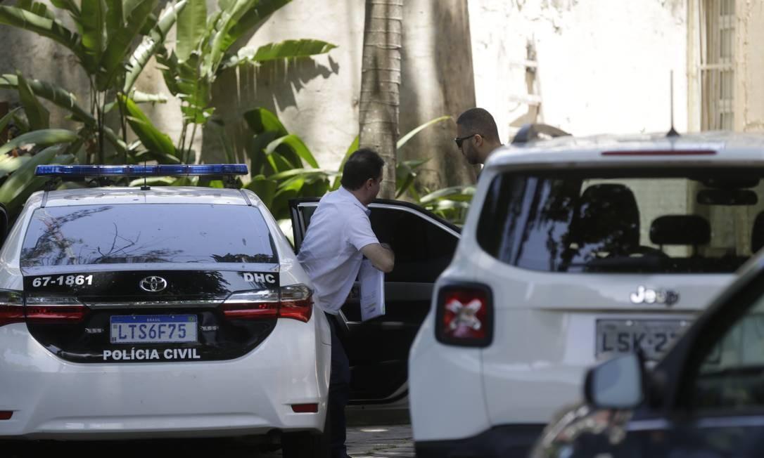 Deputado Edson Albertassi chega à DH para depor Foto: Gabriel Paiva / Agência O Globo