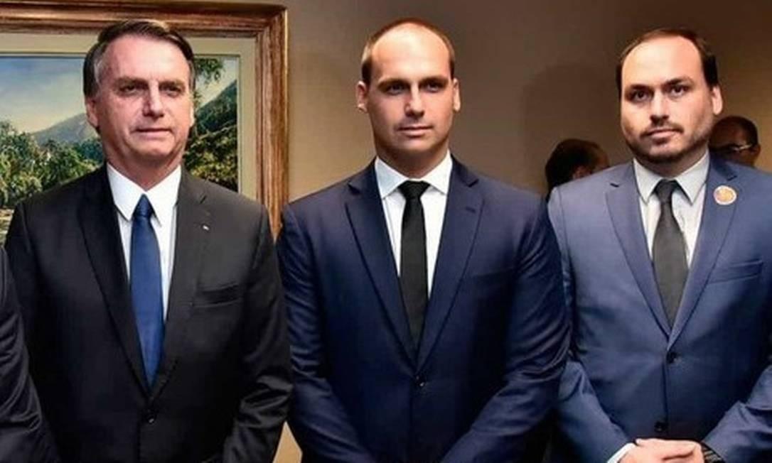 Jair, Eduardo e Carlos Bolsonaro Foto: Divulgação