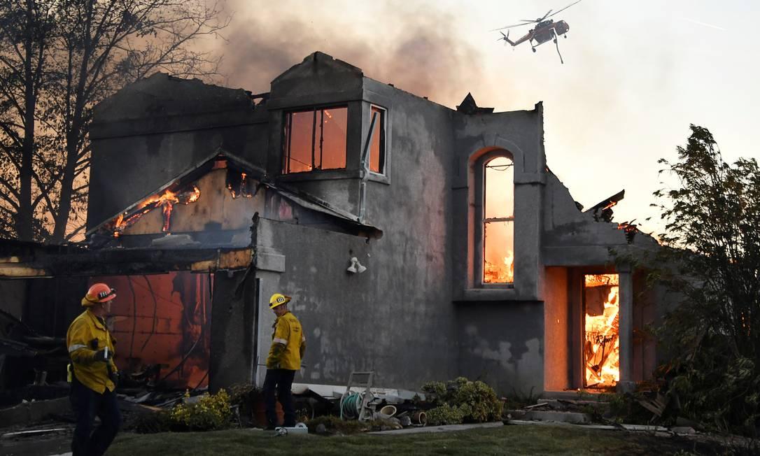 Casa destruída na periferia de Los Angeles Foto: Gene Blevins / Reuters