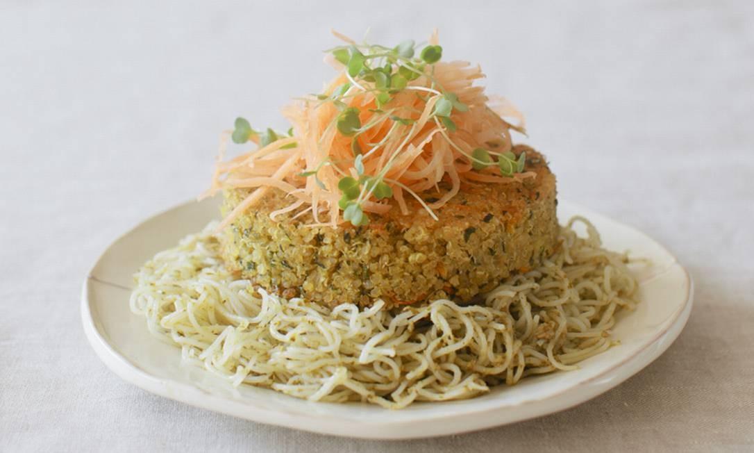 Segunda sem carne: hambúrguer de quinoa com bifum Foto: Divulgação