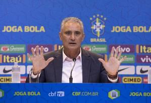 Tite é bombardeado com perguntas sobre o Flamengo de Jorge Jesus Foto: Lucas Figueiredo / CBF/Divulgação