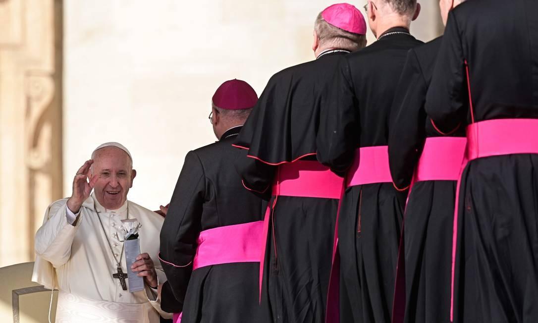 Papa acena para bispos em audiência geral na Praça de São Pedro: sínodo chega à etapa final Foto: VINCENZO PINTO/AFP/23-10-2019