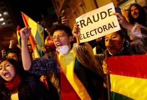 Manifestantes protestam em La Paz, alegando fraude eleitoral Foto: KAI PFAFFENBACH / REUTERS