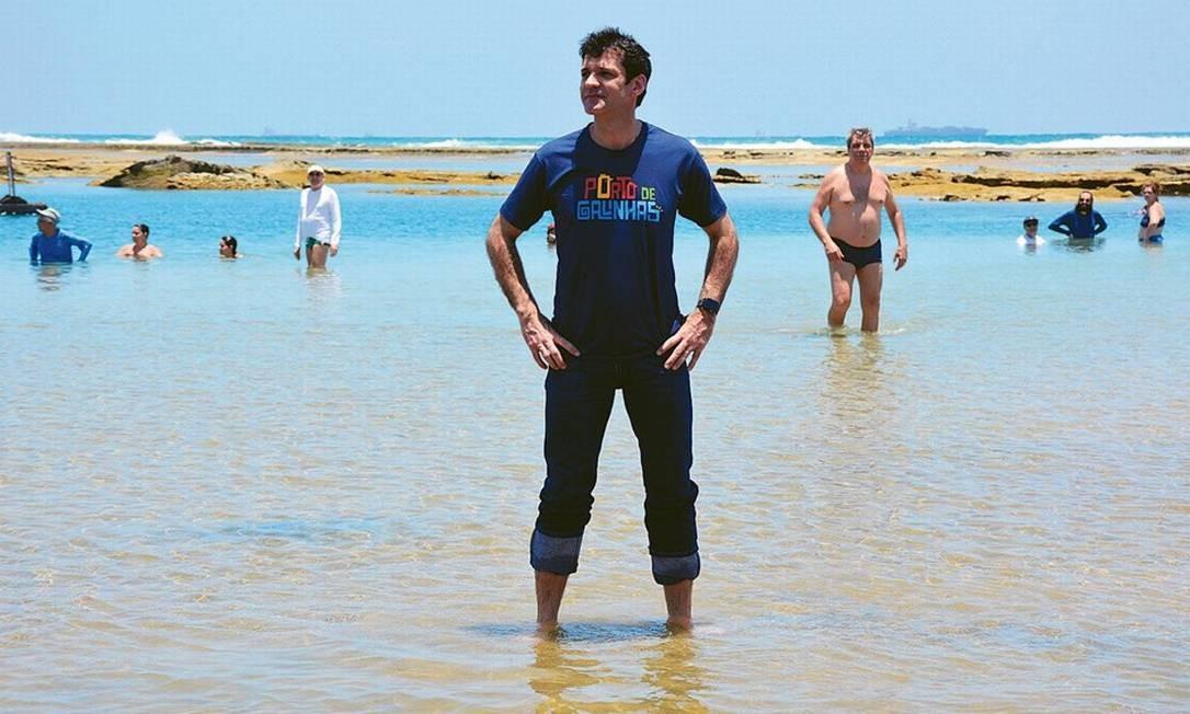 O ministro do Turismo, Marcelo Álvaro Antônio, disse ontem que praias estão aptas para turismo; no mesmo dia, manchas foram vistas em novas regiões em Pernambuco e na Bahia Foto: Agência O Globo