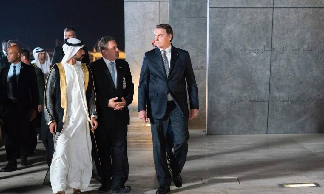 O presidente Jair Bolsonaro é recebido pelo xeque Khalifa bin Tahnoun Al Nahyan em Abu Dhabi Foto: Divugação/Governo dos Emirados Árabes Unidos