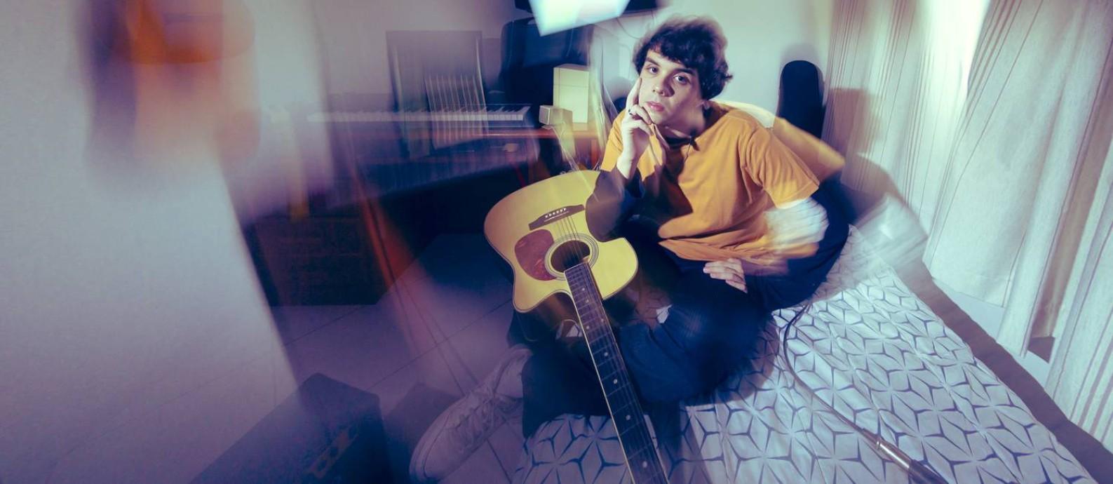 Matheus Who, musico carioca de bedroom pop Foto: Leo Martins / Agência O Globo