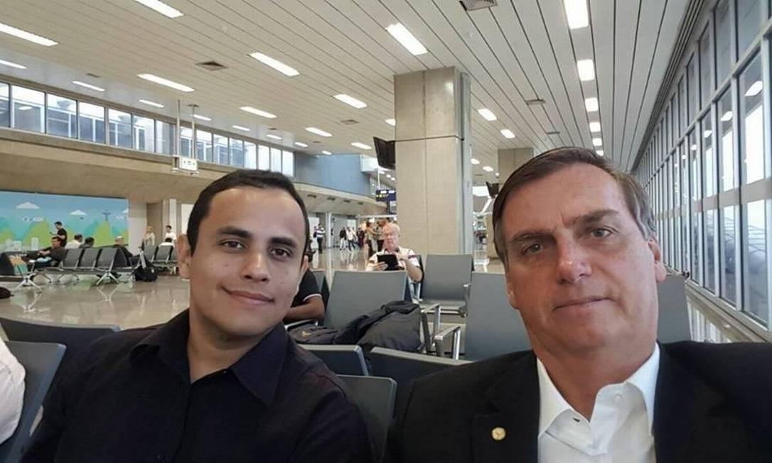 O assessor Tercio Arnaud Tomaz ao lado do presidente Jair Bolsonaro Foto: Reprodução / Facebook