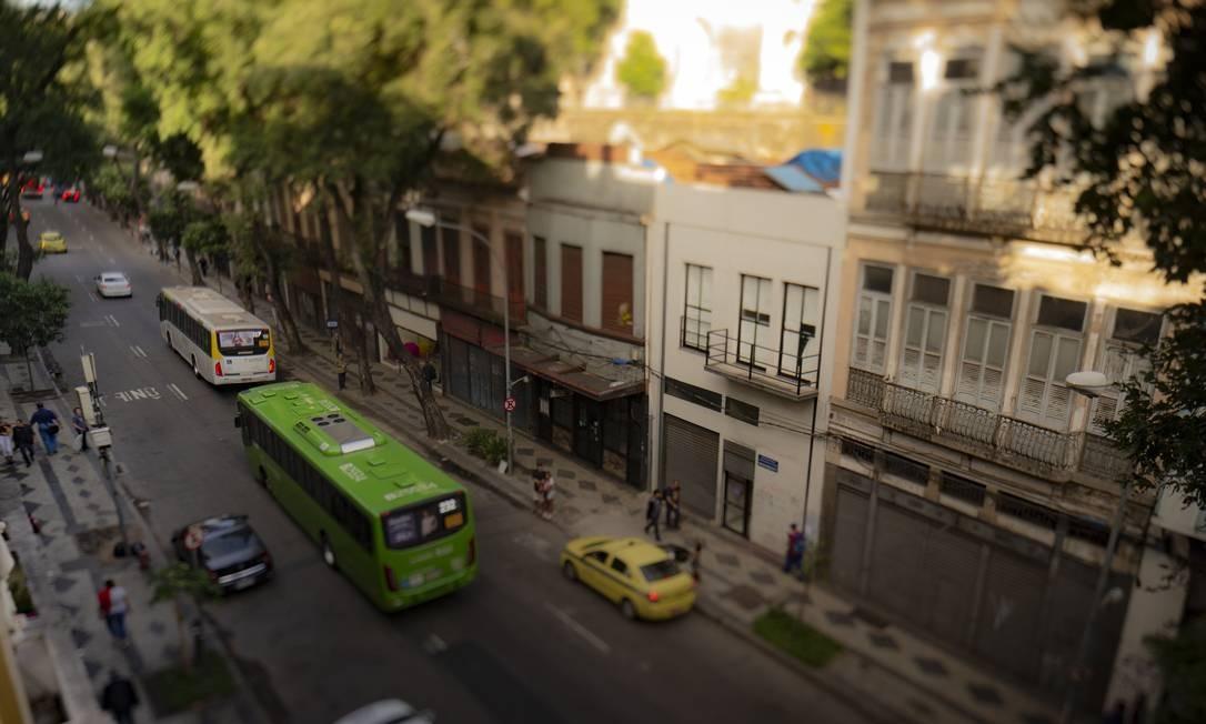 Comércio fechado. Rua da Carioca, Centro Foto: Roberto Moreyra / Agência O Globo