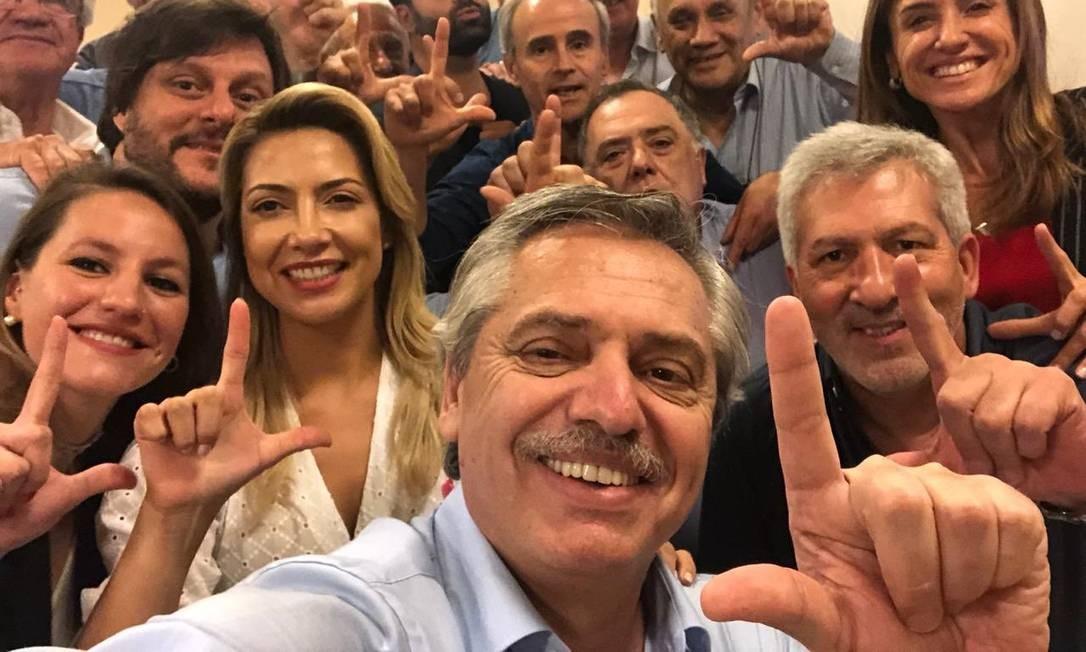 Alberto Fernandez faz sinal de 'Lula Livre' Foto: Reprodução