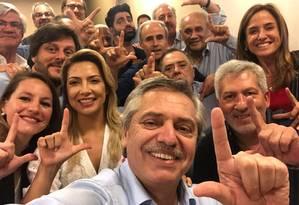 Alberto Fernández faz sinal de 'Lula Livre' Foto: Reprodução