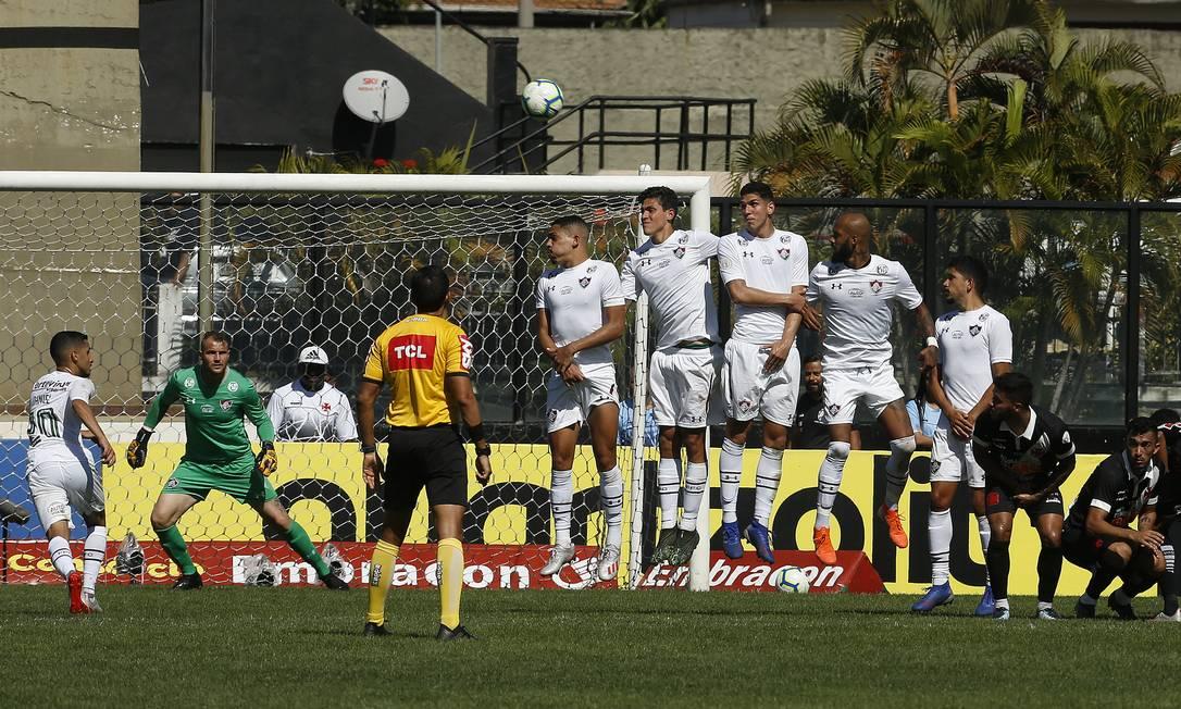 Fluminense levou dois gols de falta no Brasileirão Foto: Antonio Scorza / Agência O Globo