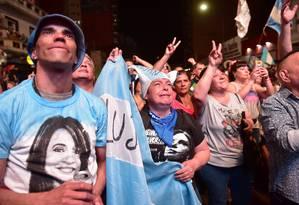 Partidários de Alberto Fernández comemoram eleição do peronista em primeiro turno. Governo brasileiro vai monitorar processo de transição Foto: STRINGER / REUTERS