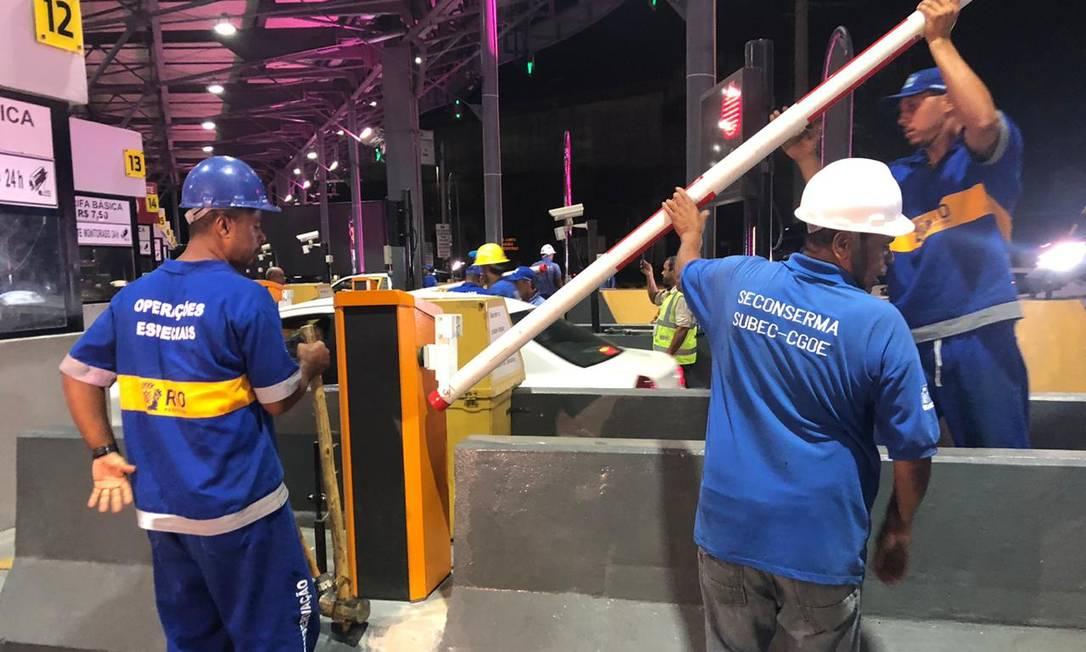 Equipes retiram cancelas da Linha Amarela Foto: Divulgação