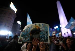 Eleitores de Alberto Fernández comemoram vitória em primeiro turno na noite de domingo. Ex-diretor do BC argentino diz que 'faltou capacidade de coordenação' para o agora derrotado Mauricio Macri Foto: EMILIANO LASALVIA / AFP