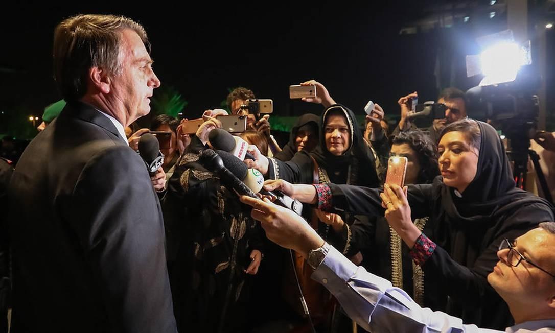 Jair Bolsonaro cumprimenta repórteres por usarem abaya: 'Estão mais bonitas' Foto: José Dias / Presidência da República
