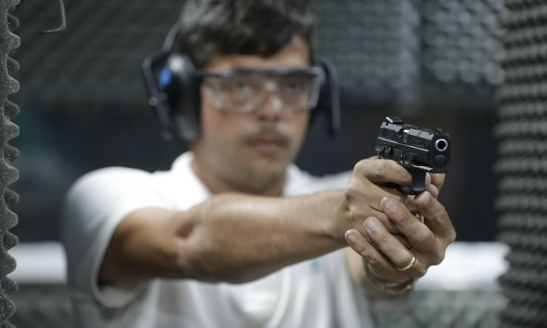 Dados da PF mostram que, de janeiro a agosto deste ano, já foram registradas 36.009 novas armas de fogo no país. Foto: Domingos Peixoto / Agência O Globo