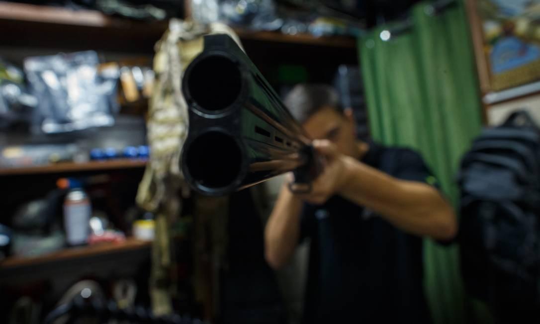 O crescimento recorde não é explicado apenas pelas novas armas, mas também pelos registros expirados que foram reativados Foto: Daniel Marenco / Agência O Globo