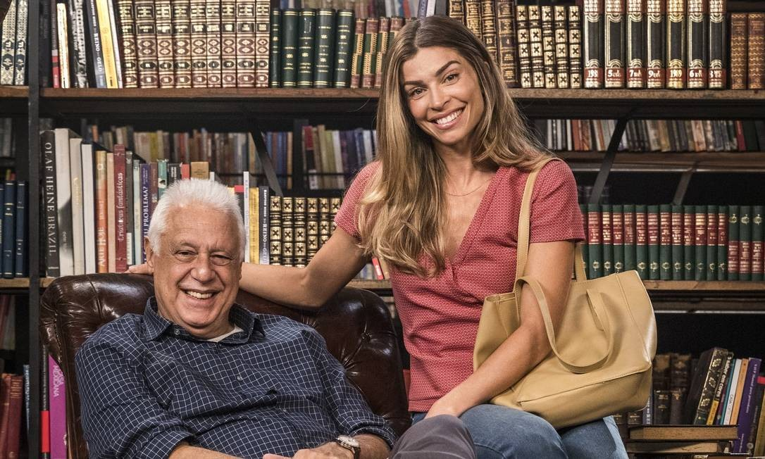 Antonio Fagundes e Grazi Massafera em cenário da novela 'Bom sucesso' Foto: Victor Pollak / Divulgação