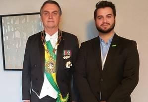 Jair Bolsonaro e o assessor Filipe Martins durante viagem ao Japão Foto: Reprodução