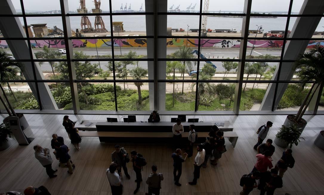 Recepção do Aqwa Corporate, com o cais do Porto ao fundo Foto: Márcia Foletto / Agência O Globo