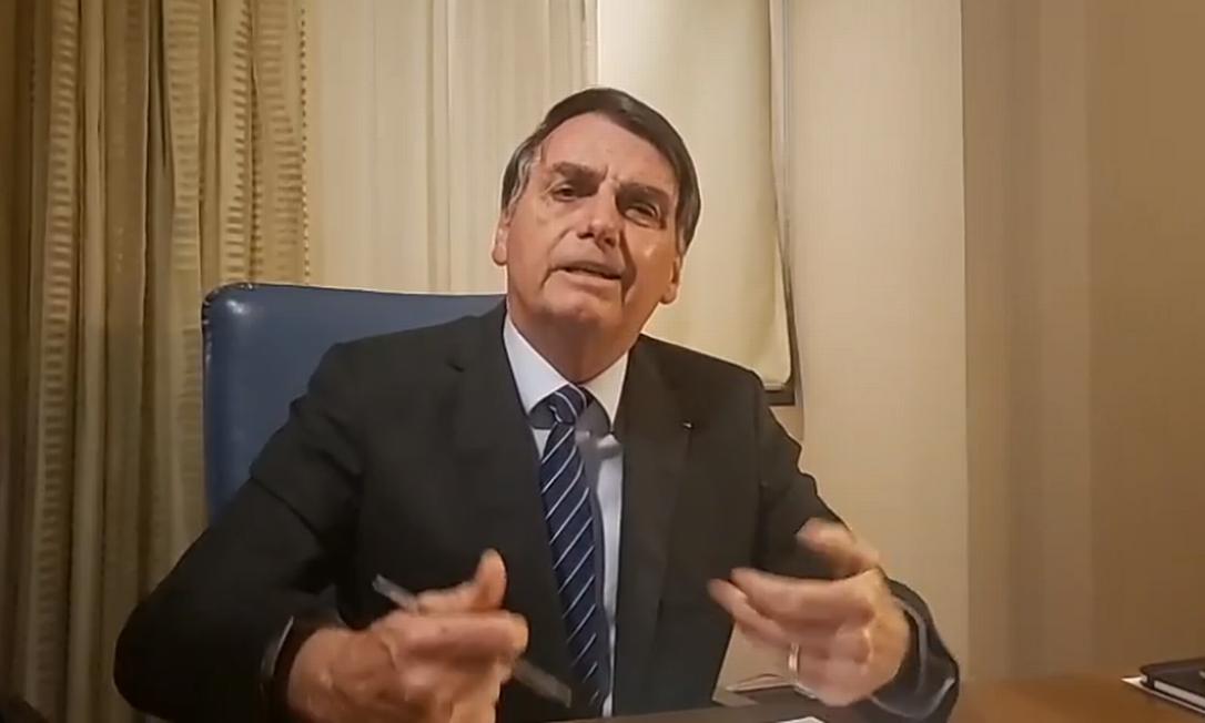 O presidente Jair Bolsonaro em transmissão ao vivo da Arábia Saudita, às 3h30 da manhã no horário local Foto: Reprodução