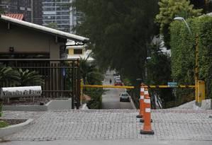 Fachada do condomínio Vivendas da Barra, onde mora o presidente Jair Bolsonaro Foto: Pablo Jacob / Agência O Globo