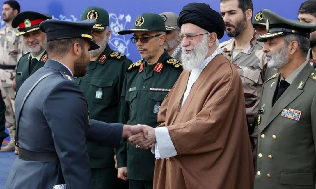 Ali Khamenei durante cerimônia de formatura dos cadetes Foto: HO / AFP