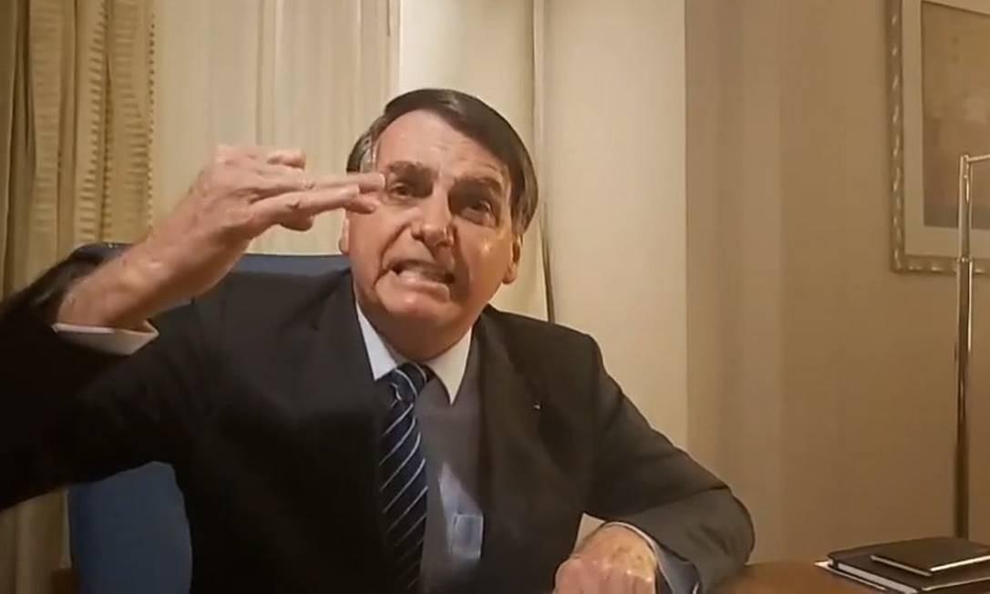 Jair Bolsonaro durante transmissão ao vivo no Facebook Foto: Reprodução/Facebook