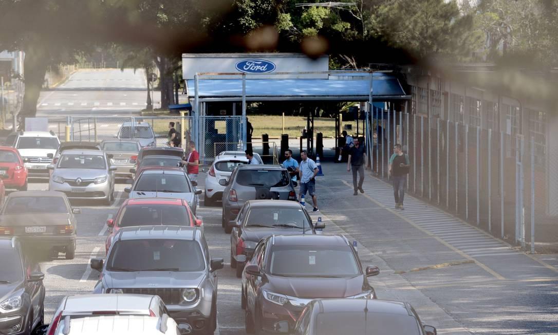 Último dia de trabalho na fábrica de caminhões da Ford Foto: Edilson Dantas / Agência O Globo