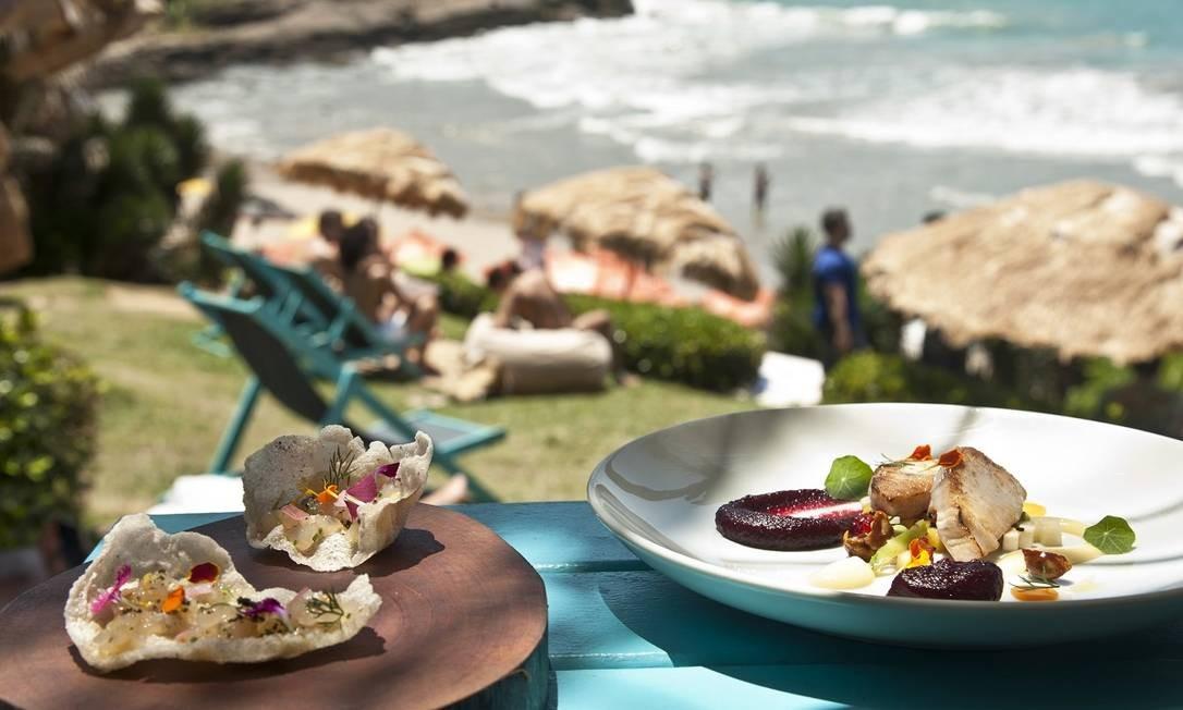 Pratos do Rocka, restaurante pé-na-areia na Praia Brava, uma das mais exclusivas de Búzios Foto: Adriana Lorete / Agência O Globo