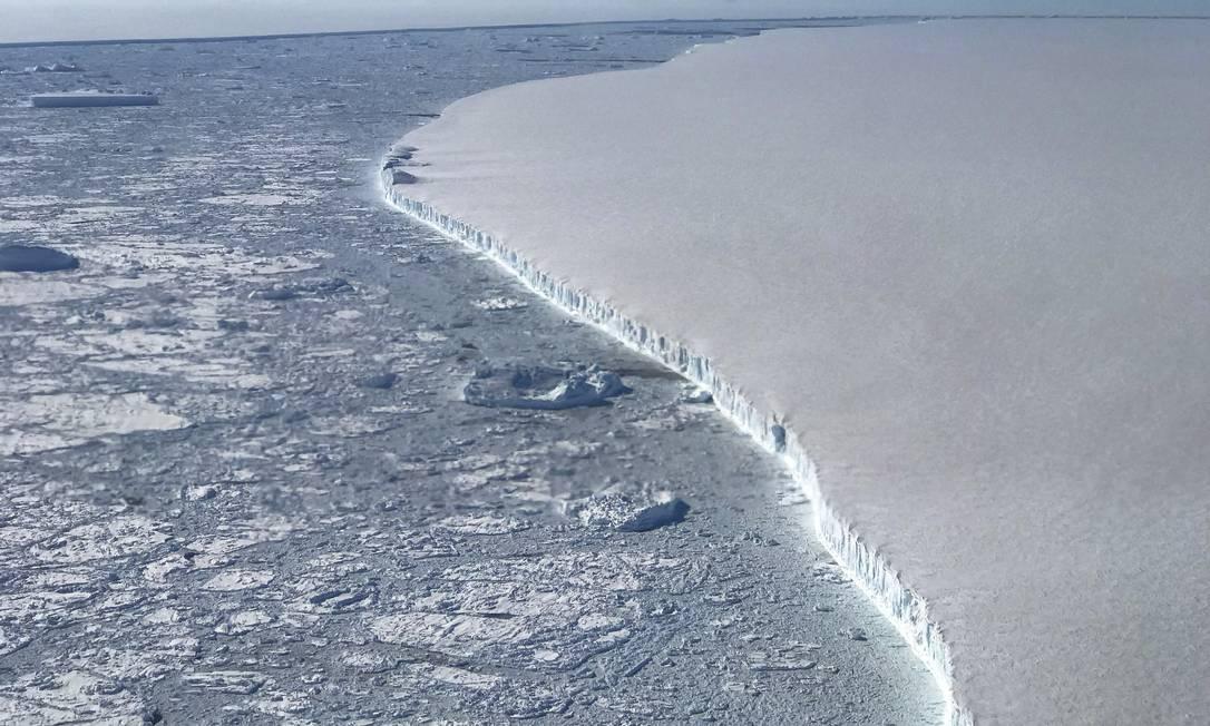 Foto da Nasa mostra um dos maiores icebergs já registrado que se separou da Antártica; COP25 tenta conter aquecimento global Foto: Nathan Kurtz / Agência O Globo