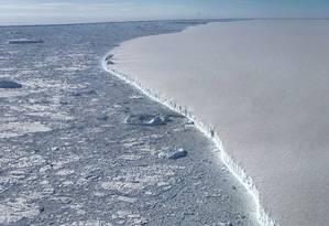 Foto da Nasa mostra um dos maiores icebergs já registrado que se separou da Antártica; COP25 tenta combater aquecimento global Foto: Nathan Kurtz / Agência O Globo