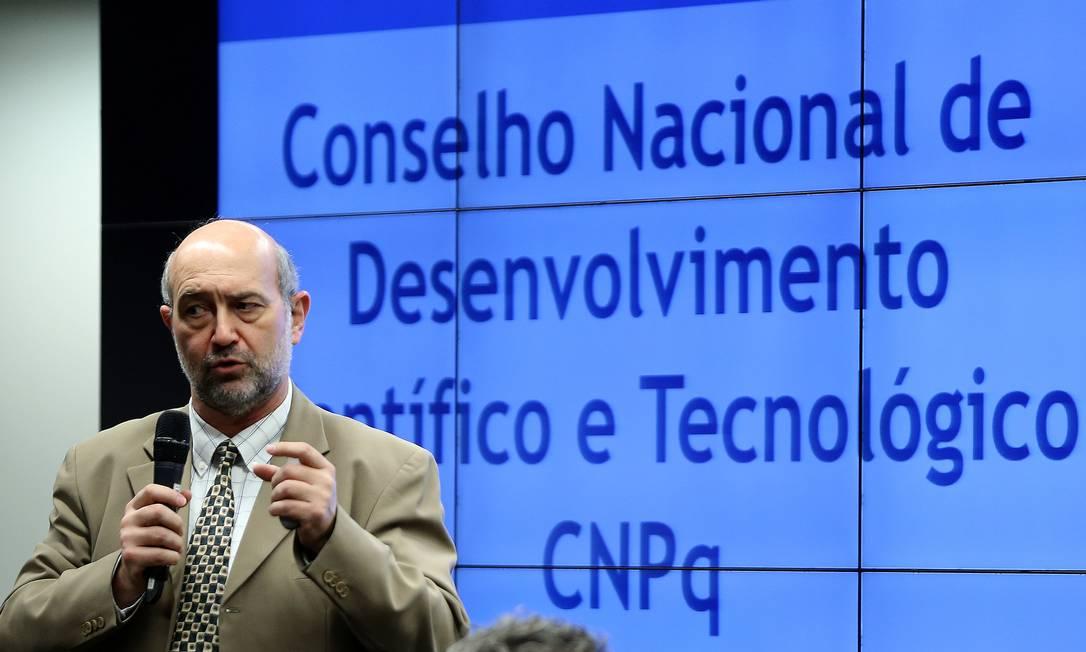 O presidente do CNPq, João Luiz Filgueiras de Azevedo,em audiência pública na Comissão Mista de Orçamento Foto: Jorge William / Agência O Globo