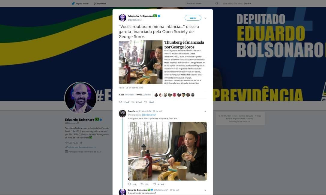 Em sua conta no Twitter, Eduardo compartilhou, em setembro, uma fake news sobre a ativista ambiental sueca Greta Thunberg, de 16 anos. A postagem mostrava uma foto manipulada em que Greta aparece lanchando em um trem, enquanto é observada por crianças africanas pela janela. O post também repassava a notícia falsa de que a ativista é financiada pelo bilionário investidor George Soros Foto: Reprodução