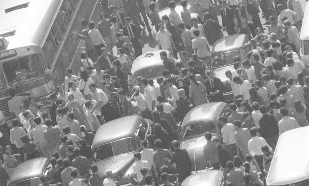 Mil estudantes vão às ruas em 9 de agosto para exigir a libertação de Vladimir Palmeira Foto: Arquivo / Agência O Globo