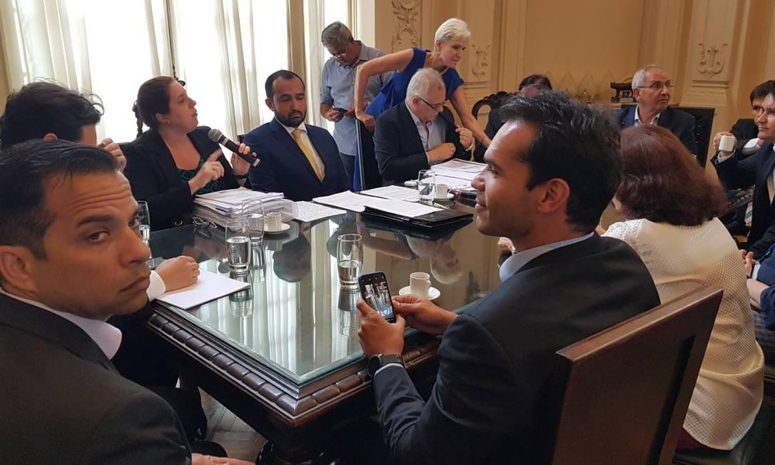 Vereadores, durante reunião na Câmara que pode definir futuro da Linha Amarela Foto: Felipe Grinberg