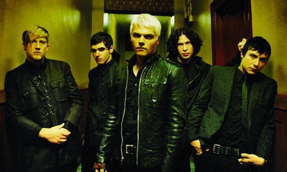 A banda americana My Chemical Romance: Gerard Way (centro), com Mikey Way à direita e o resto do grupo, Frank Iero, Ray Toro e Bob Bryar Foto: Chapman Baehler / Divulgação