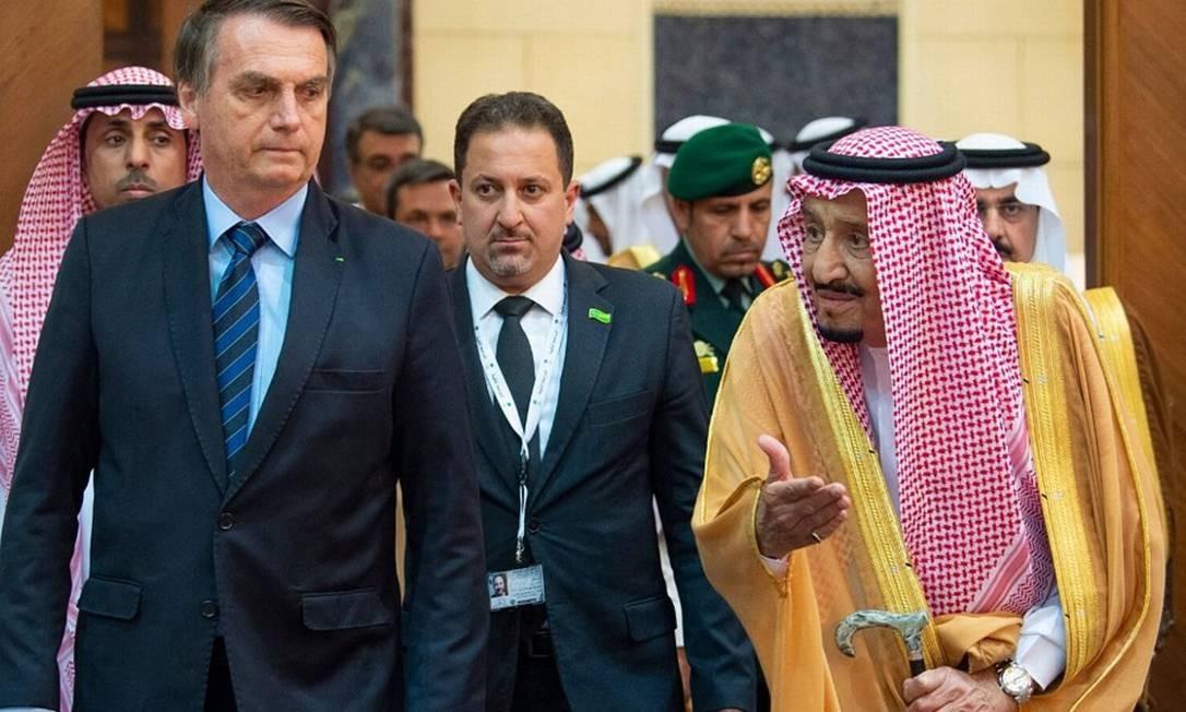 Bolsonaro na Arábia Saudita com o rei Salman Bin Abdulaziz. Foto: HO / AFP