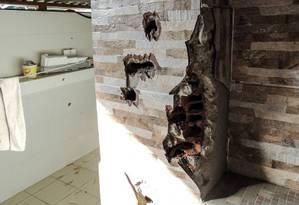 Paredes da casa ficarma destruídas Foto: Thathiana Gurgel / DPRJ