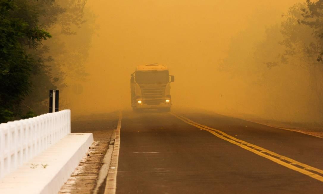 Focos de incêndio alteram paisagem na BR-262, no Mato Grosso do Sul Foto: Chico Ribeiro / Governo do Estado do MS