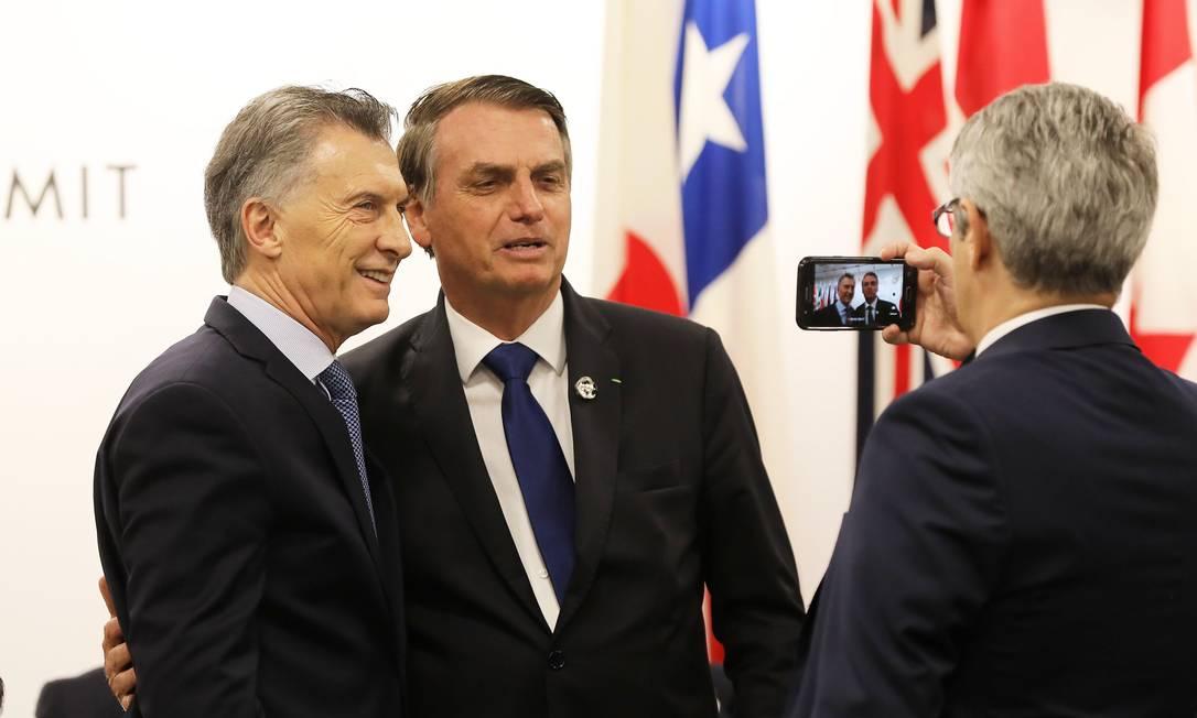 Mauricio Macri e Jair Bolsonaro durante o G20, em Osaka, em junho Foto: DOMINIQUE JACOVIDES / AFP