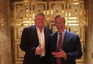 Trump e Nigel Farage, em foto de 2016 Foto: Infoglobo