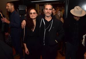 Rain e Joaquin Phoenix , na festa de lançamento do disco
