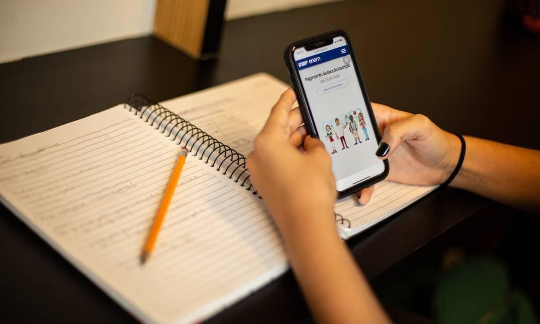 Estudantes usam a educação à distância em cursos de graduação Foto: Brenno Carvalho / Agência O Globo