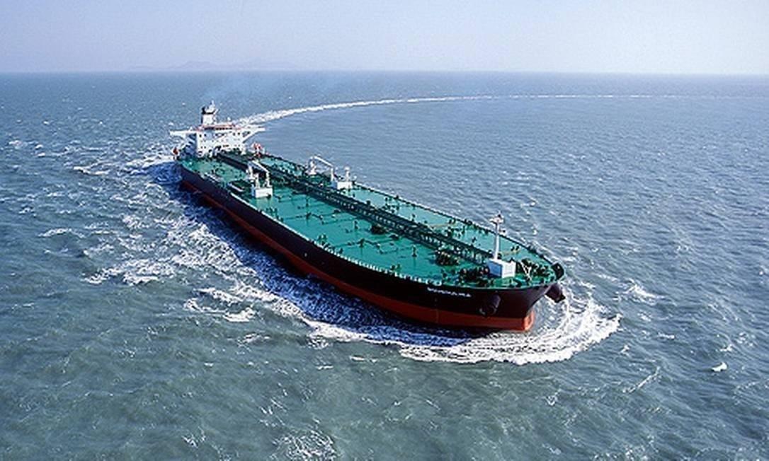 O navio Bouboulina, da empresa grega Delta Tankers, investigado pela Polícia Federal como principal suspeito do derrame de óleo no Nordeste Foto: Foto: Reprodução